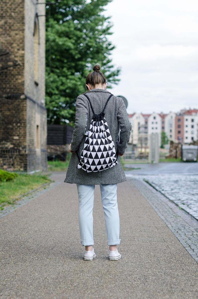Plecak w czarno-białe trójkąty od Czarnego
