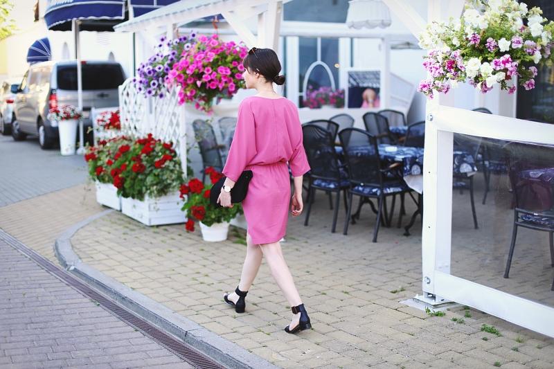 Płaskie sandały z naturalnej skóry do sukienki