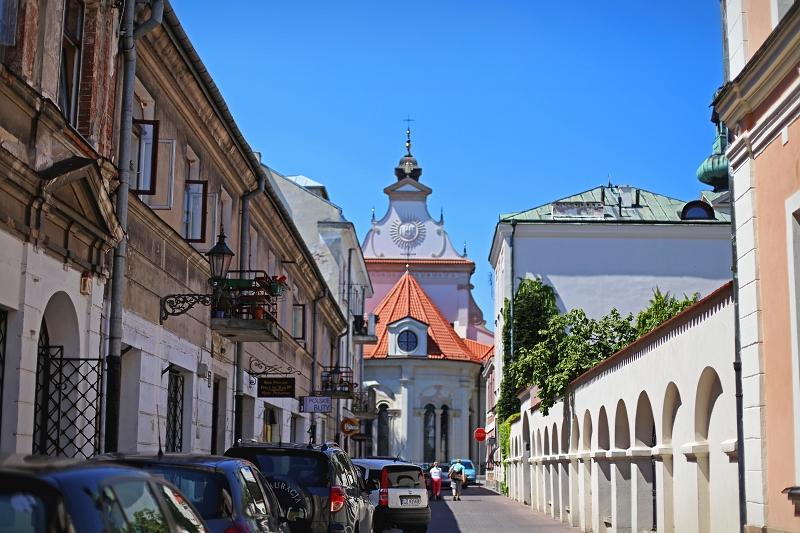 Zatłoczona ulica Zamościa