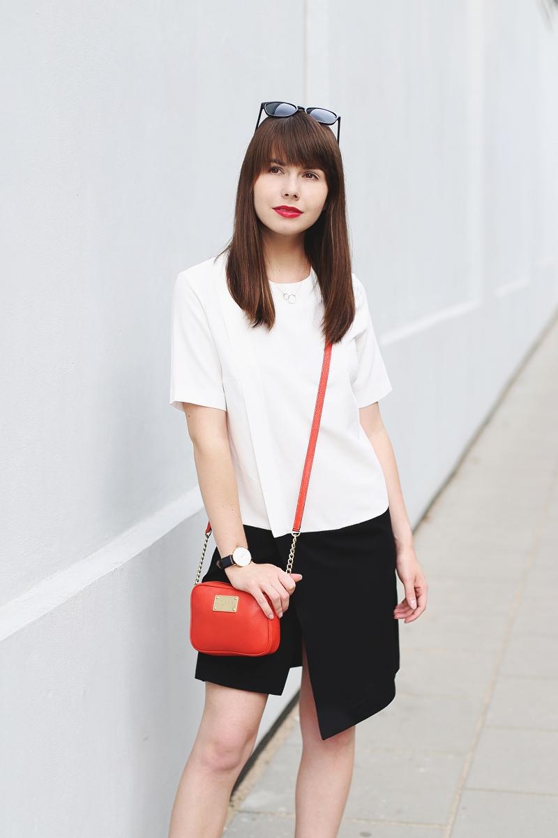 Czarno-biała sukienka Mango