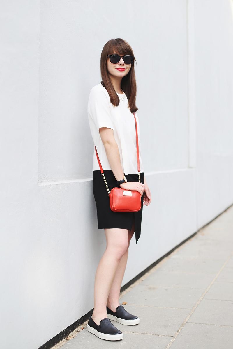 Minimalistyczna czarno-biała stylizacja z czerwonym akcentem
