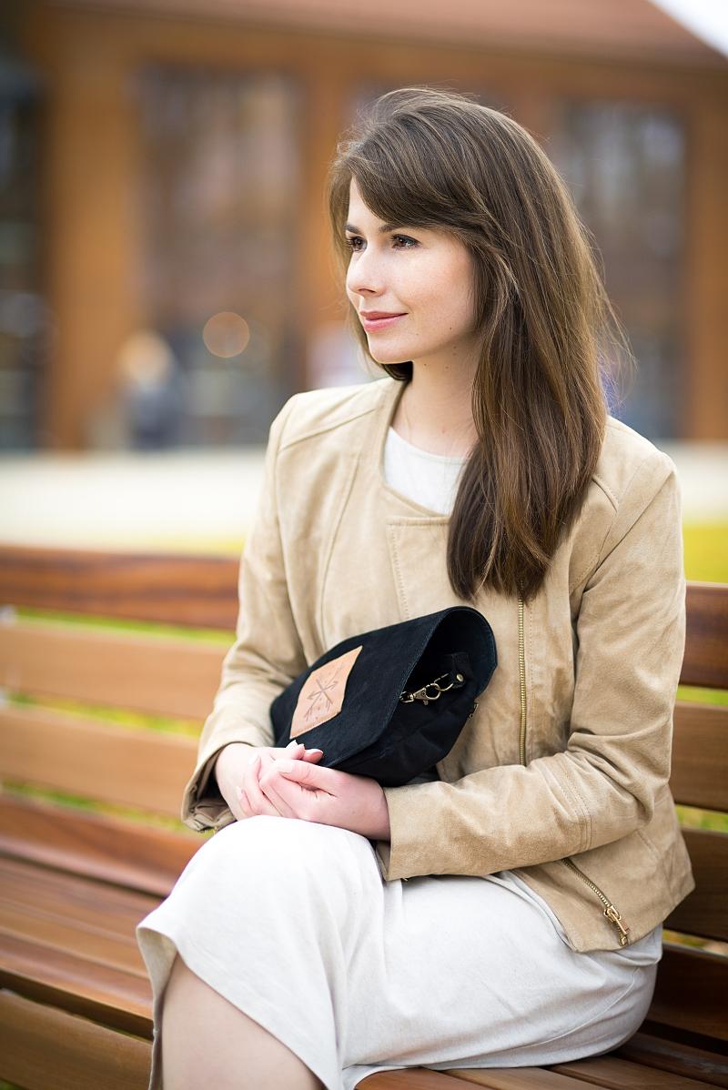 Blog modowy - stylizacja z zamszową ramoneską i torebką