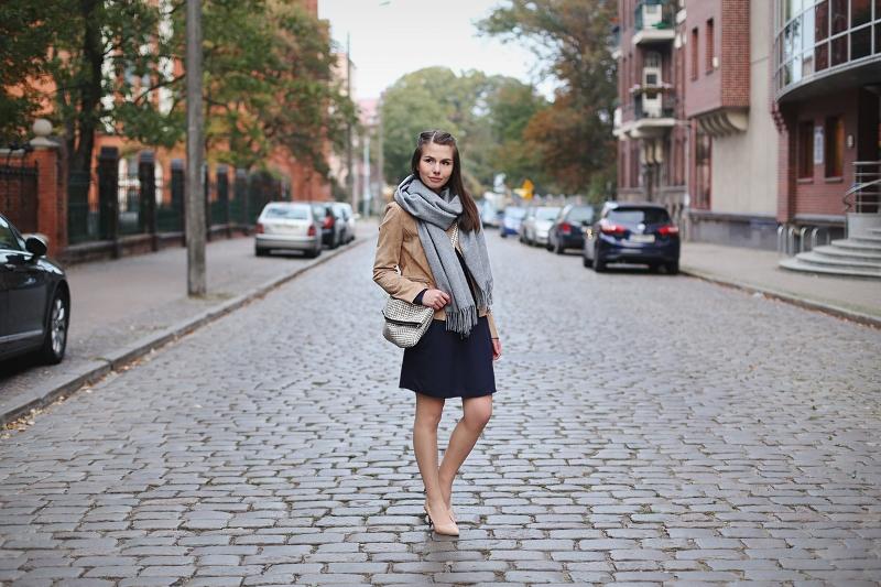 Jesienna stylizacja z zamszową kurtką