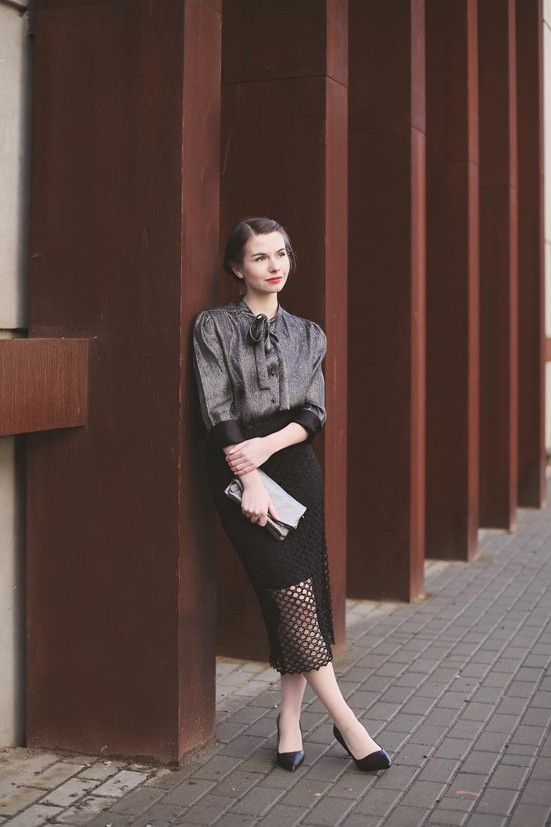 Ołówkowa spódnica i koszula srebrna