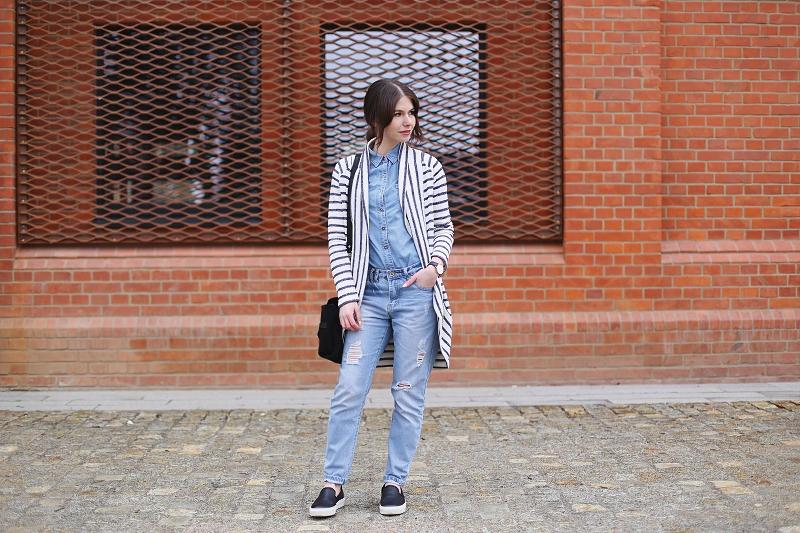 Połączenie pasków i jeansu