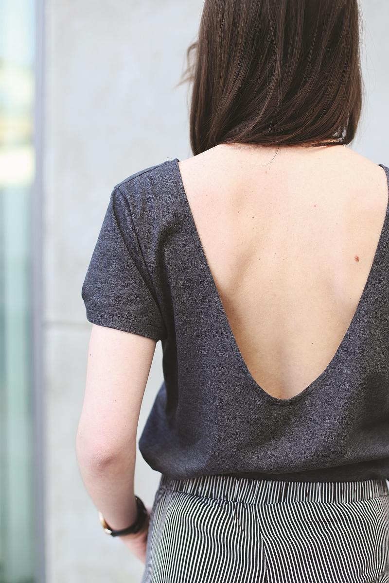 T-shirt z dekoltem na plecach
