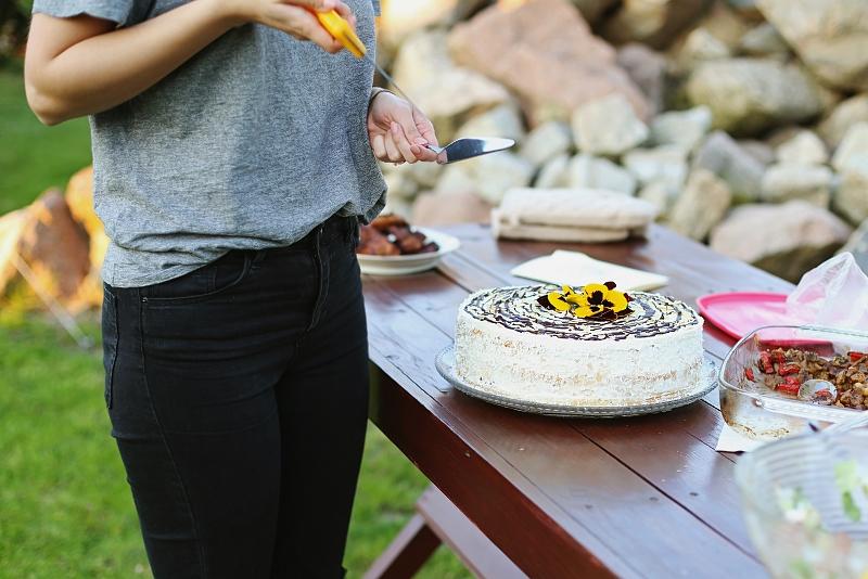 Urodziny na powietrzu - tort urodzinowy