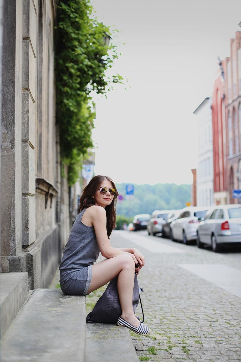 Toruń - sesja z dresowym kombinezonem