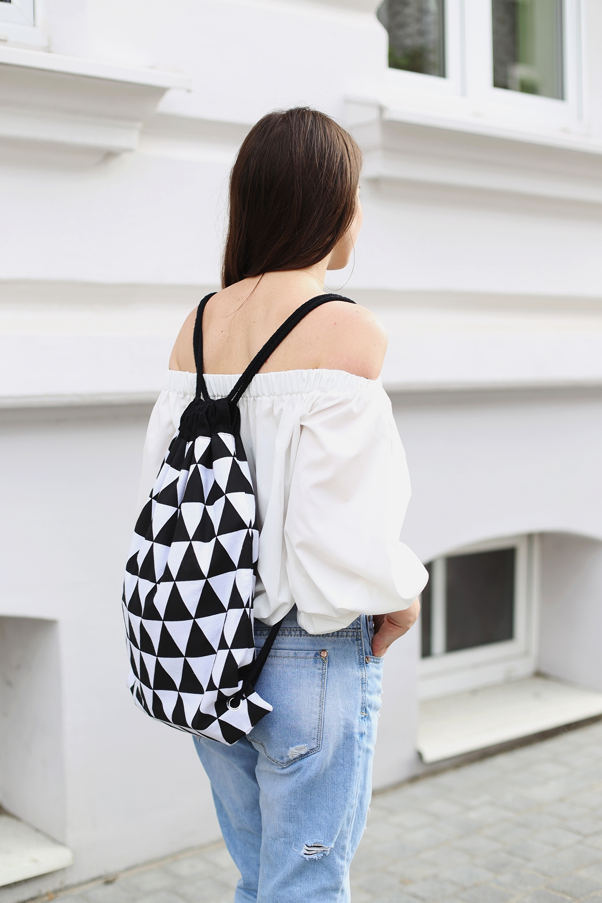 Plecak w czarno-białe trójkąty
