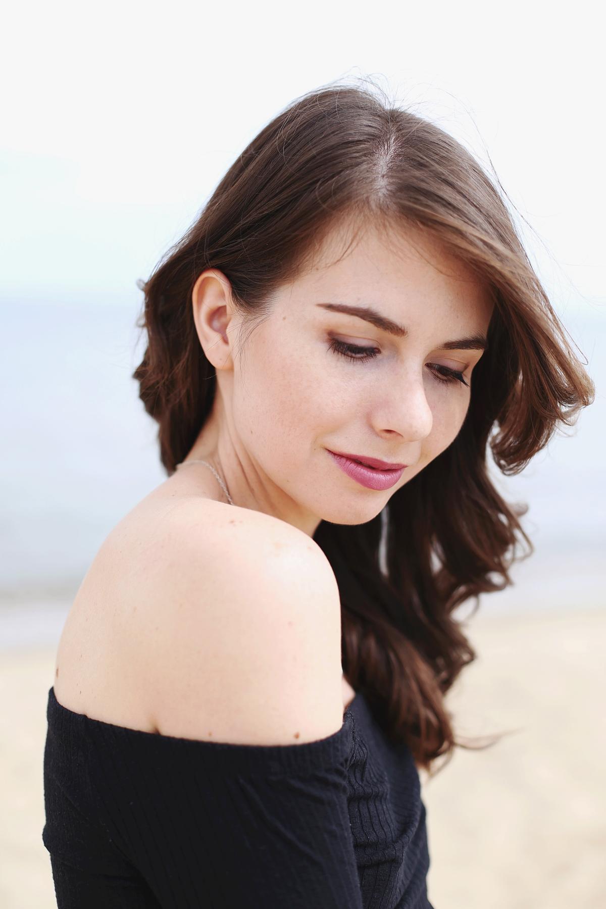 Sesja na plaży - naturalny makijaż w brązach