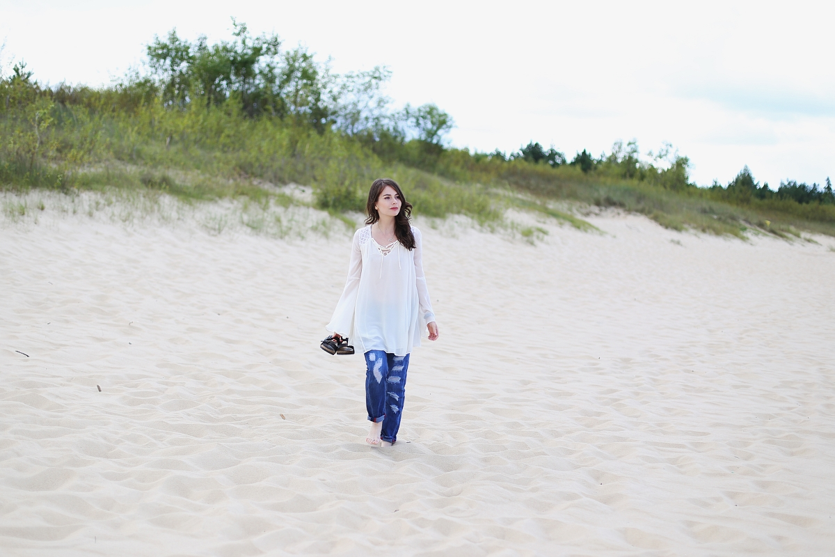 Biała tunika i boyfriend jeans