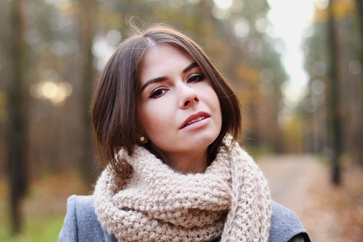 Wełniany szal robiony na drutach