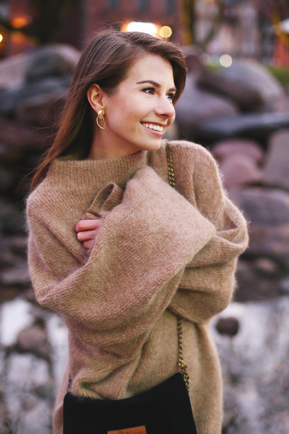 Wełniany sweter z szerokimi rękawami
