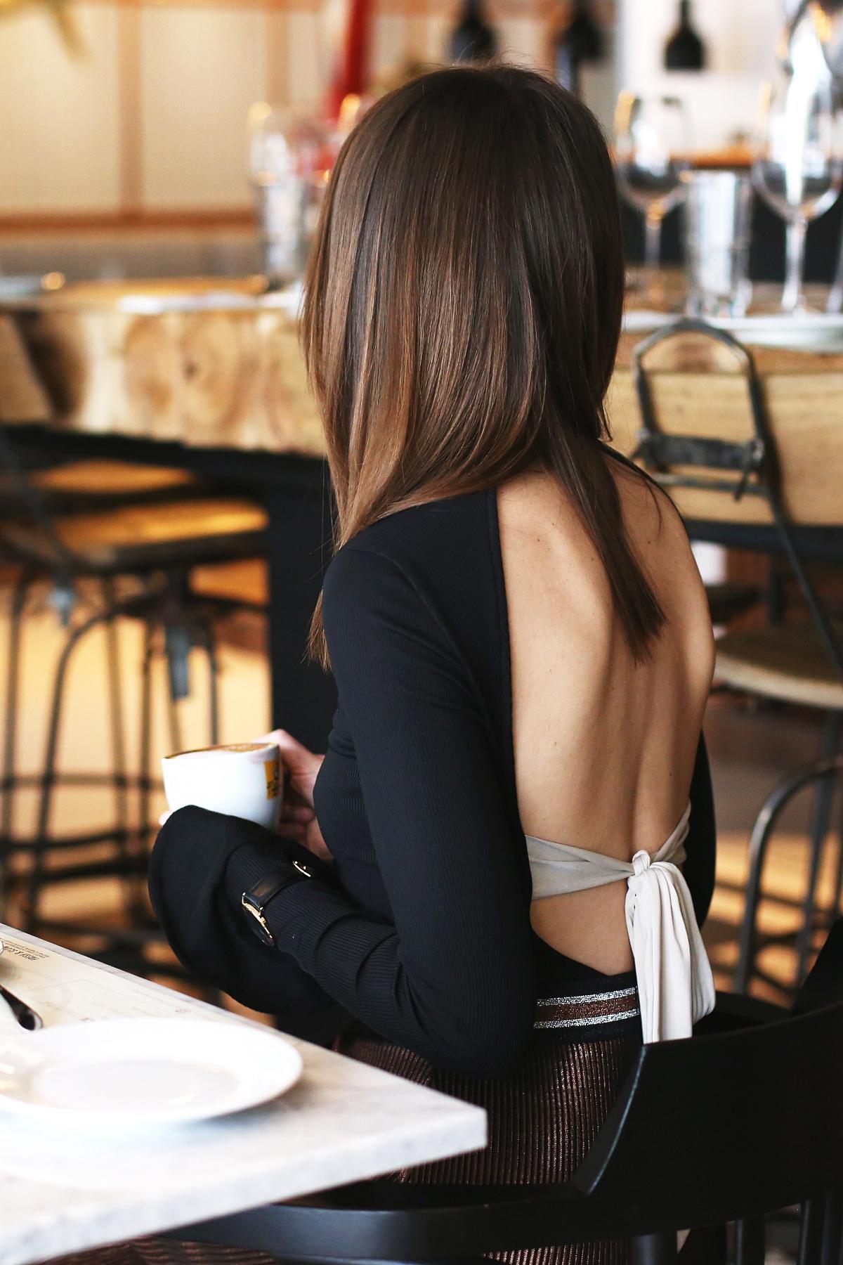 Body i klasyczna spódnica ze sportowym wykończeniem