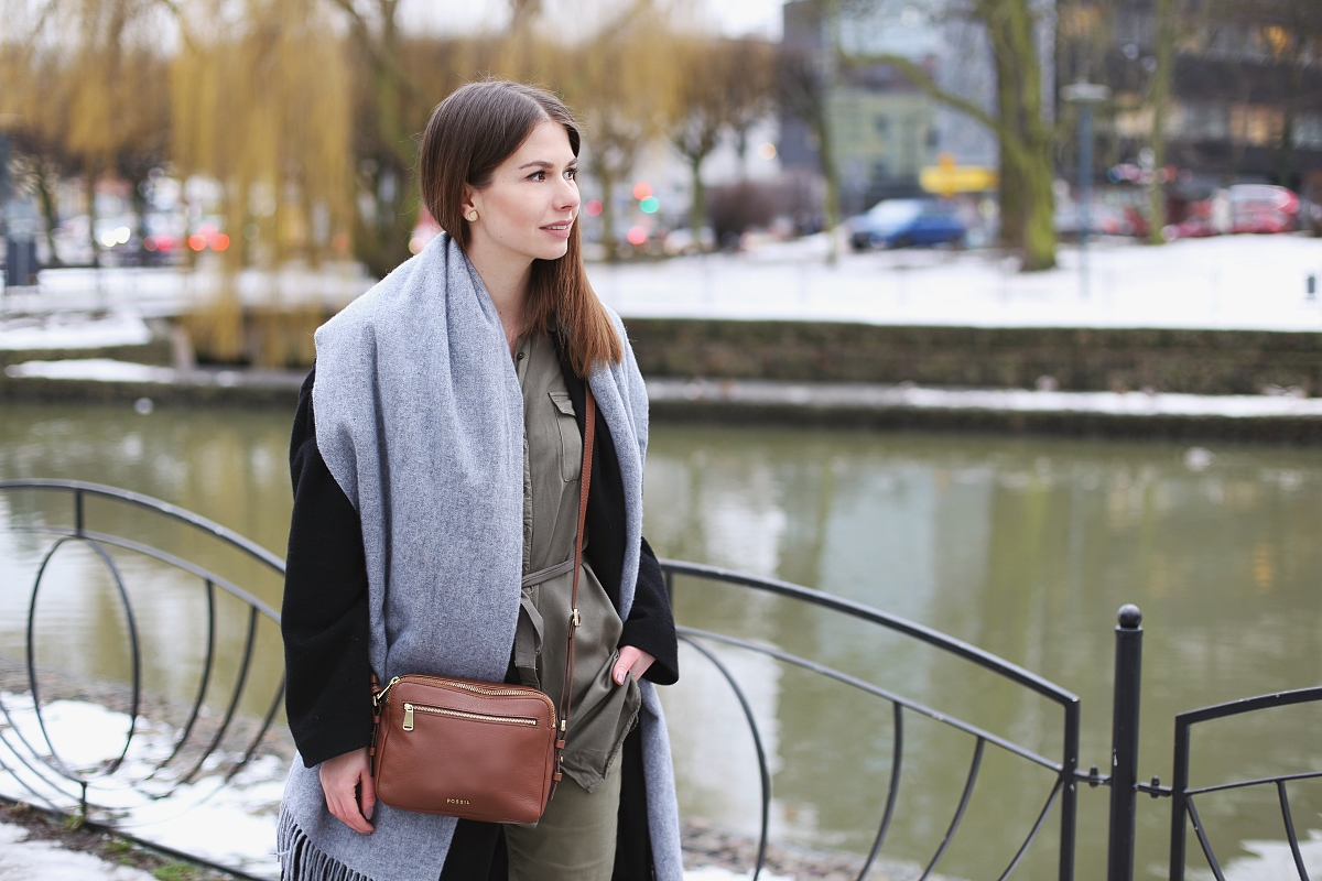 Połączenie khaki, szarości, czerni i brązu - blog modowy