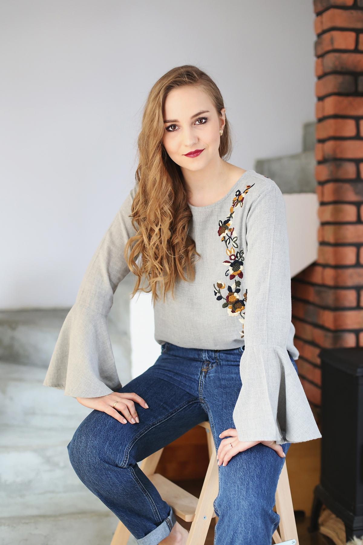 Stylowe Dziewczyny - romantyczna stylizacja z bluzką w haftowane kwiaty