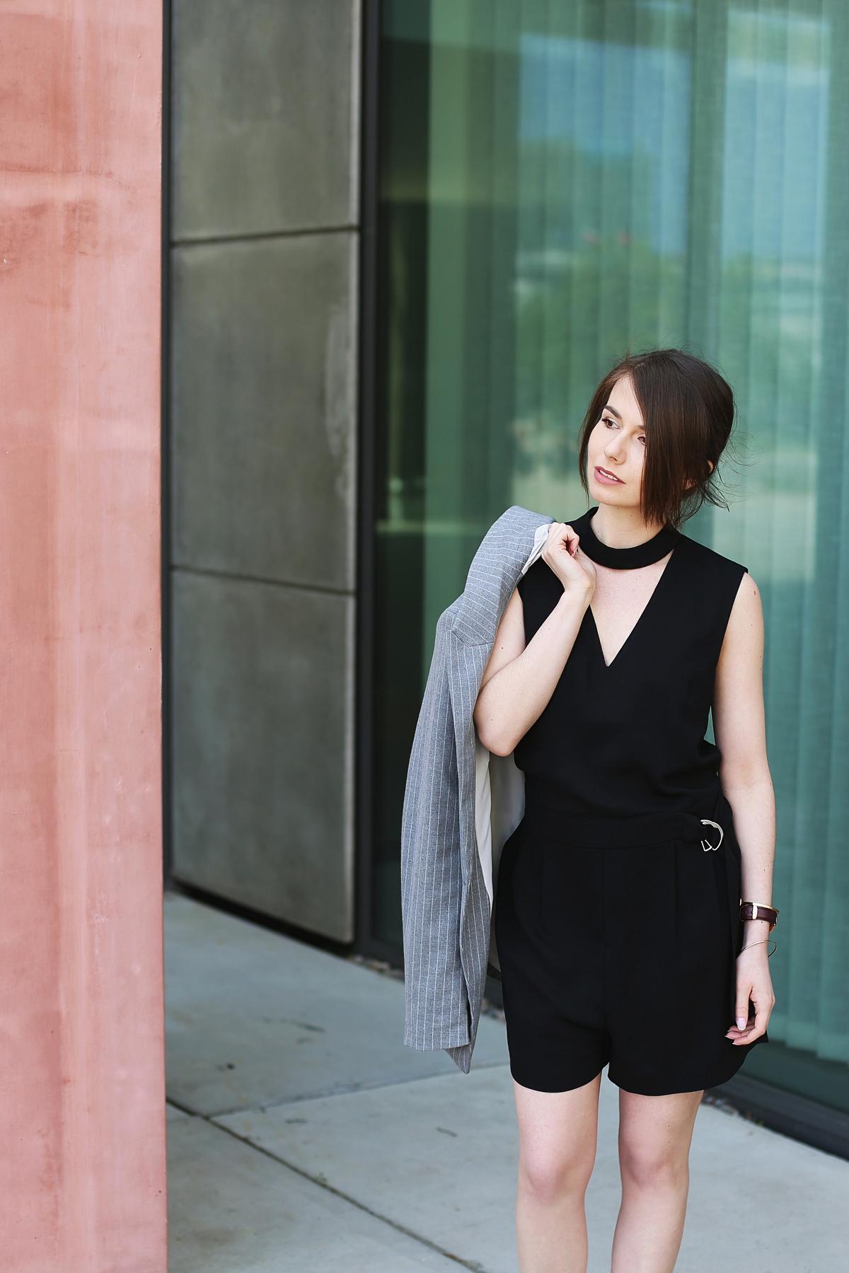 Stylizacja z czarnym kombinezonem - blog o modzie