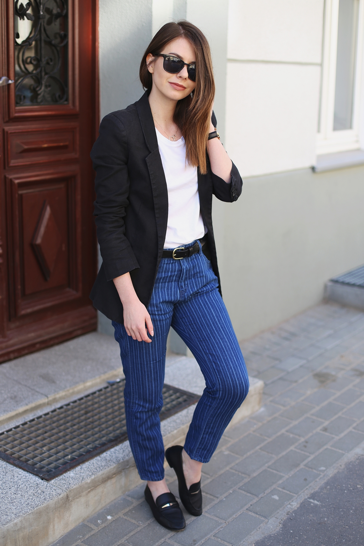 Minimalizm: jeansy w paski & marynarka boyfriend