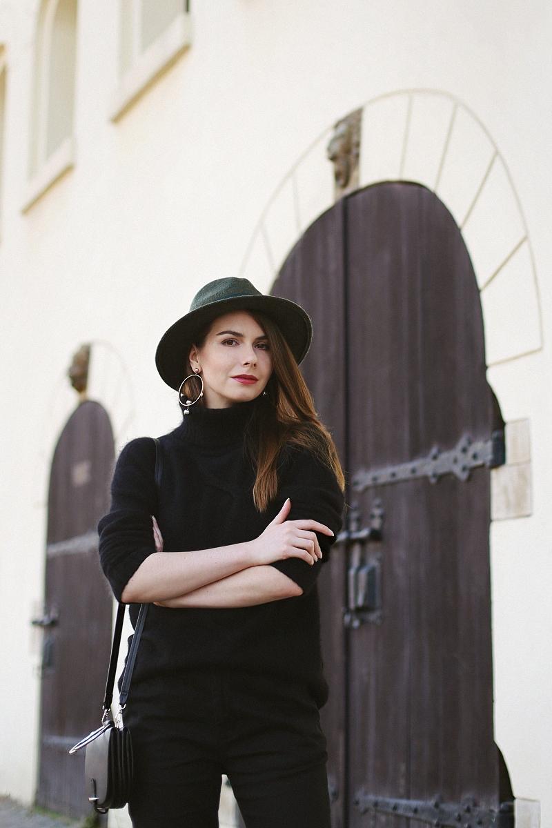 Jesienna stylizacja z wełnianym swetrem