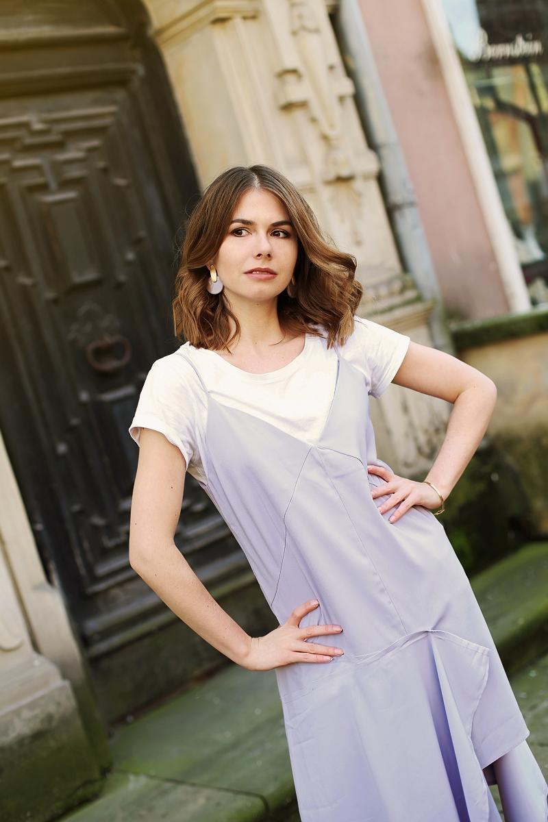 Elegancka sukienka - jak nosić ją na co dzień?