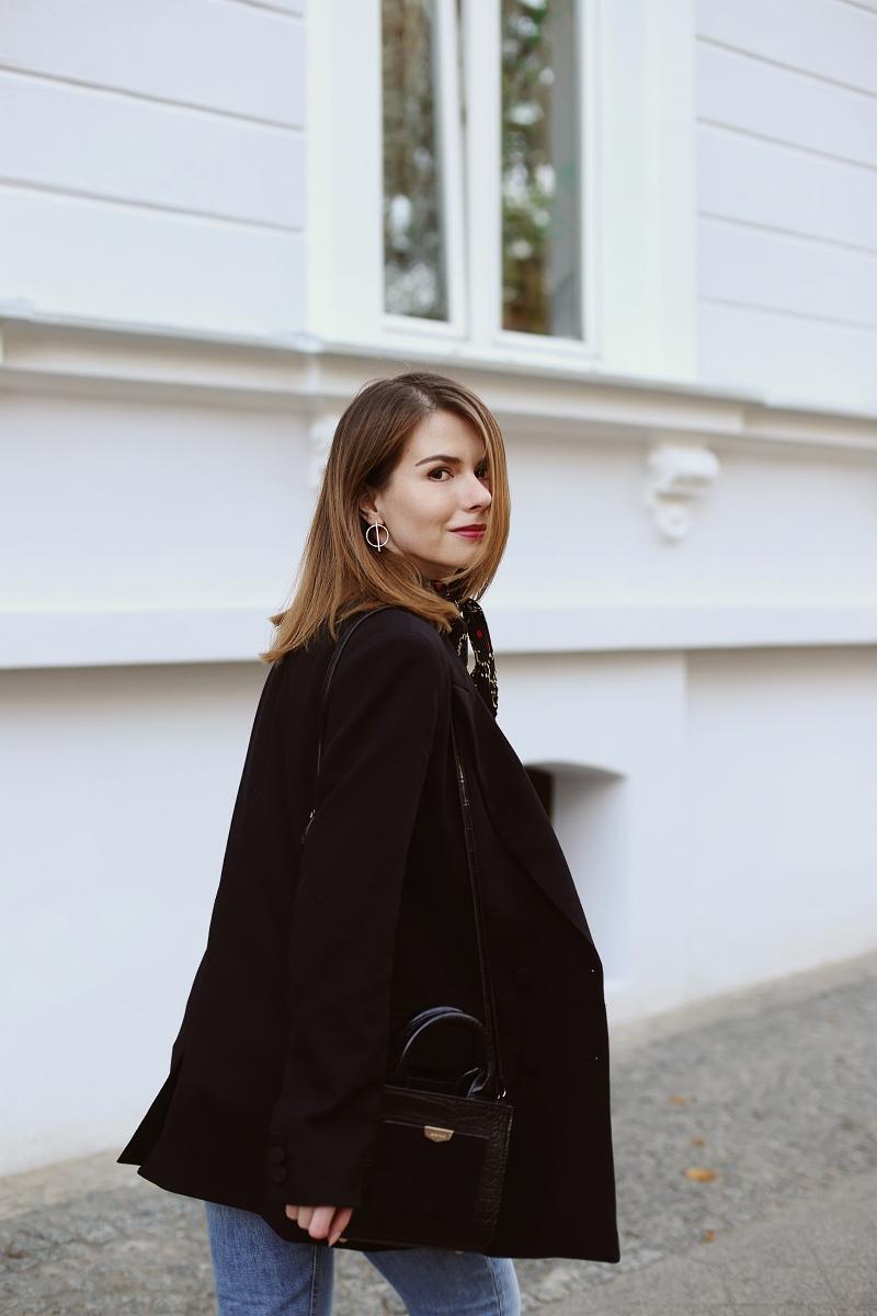 Elegancja kontrolowana: czarna marynarka oversize