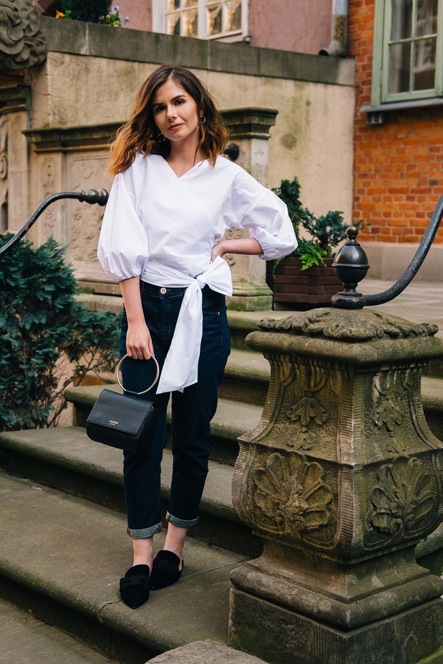 Stylizacja do pracy, klasyczne jeansy i biała koszula - Answear.com Style Guide