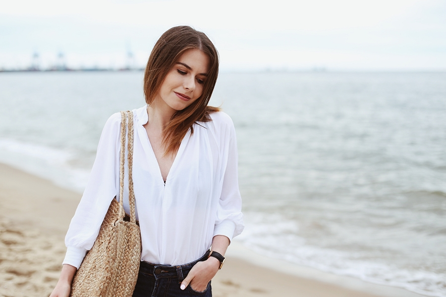 Koszula z second handu, mom jeans, pleciona torba - sesja Stogi