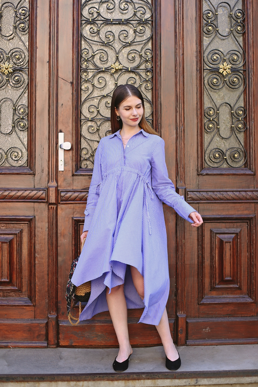 Koszulowa sukienka z asymetrycznym dołem - sesja Gdańsk Wrzeszcz