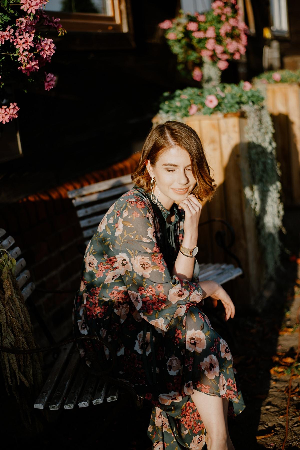 zwiewna sukienka jak nosić jesienią sesja wróblewo