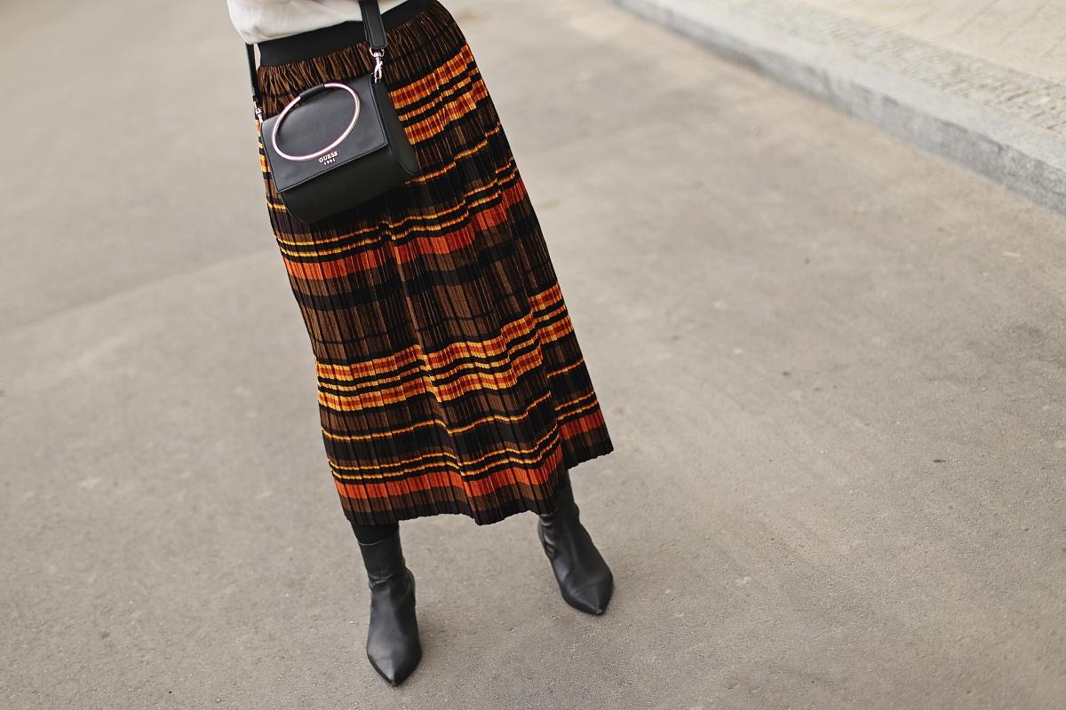 Golf z second handu plisowana spódnica w paski