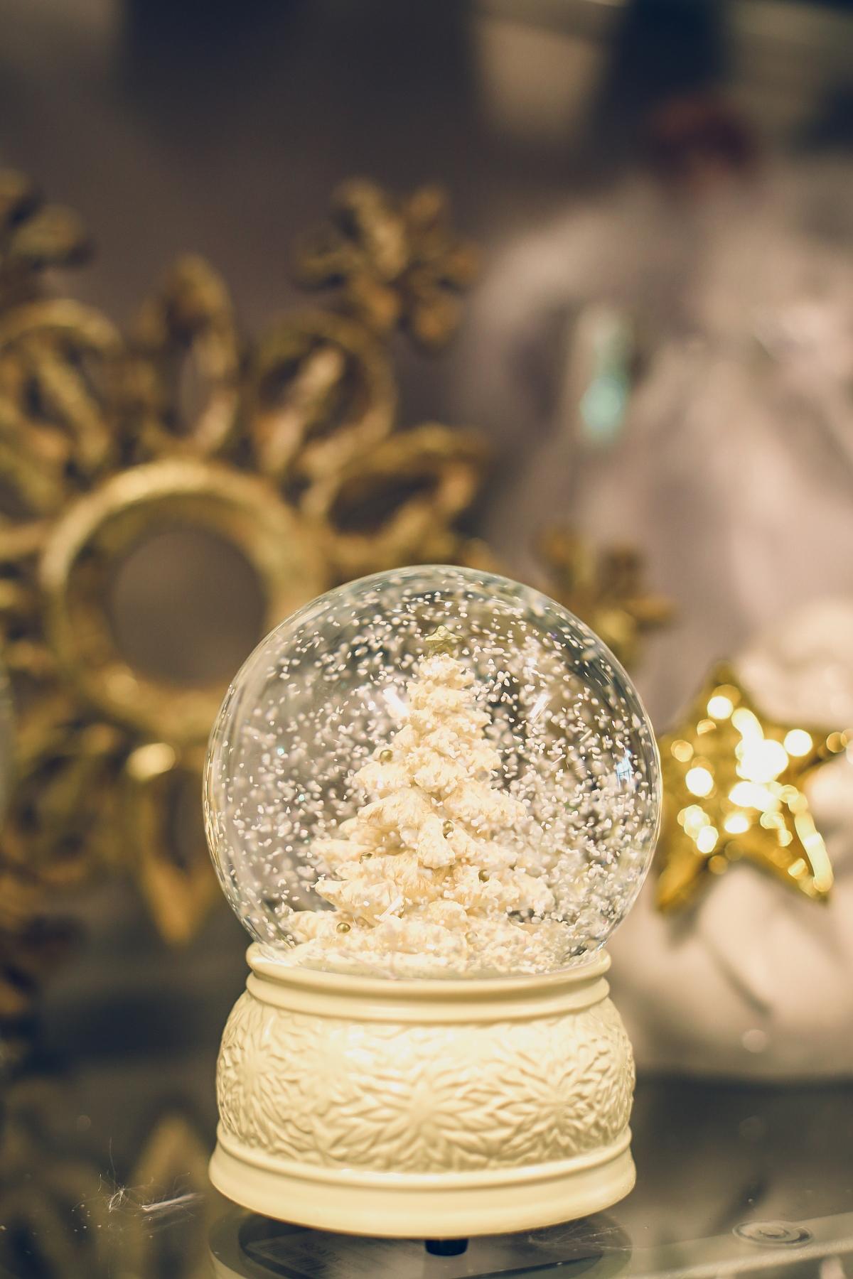 świąteczne prezenty dla każdego TK Maxx kula sztuczny śnieg
