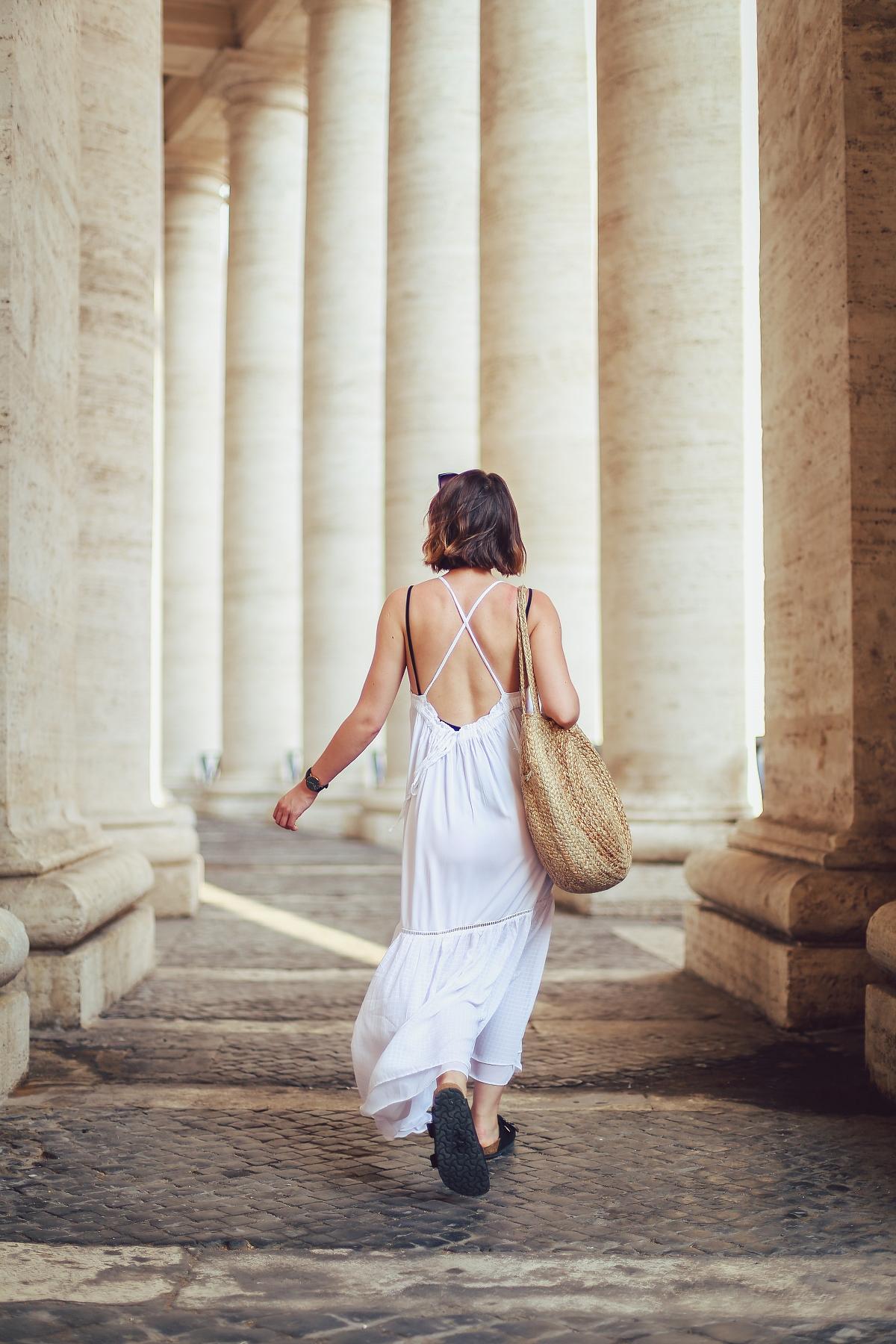biała sukienka boho sesja w Watykanie