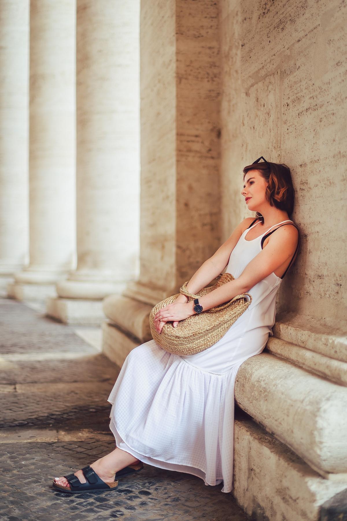 Rzym: biała sukienka boho