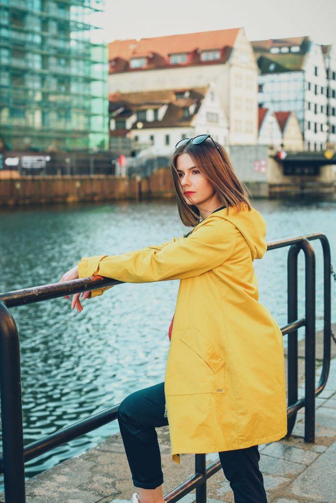 żółty sztormiak przeciwdeszczowy płaszcz