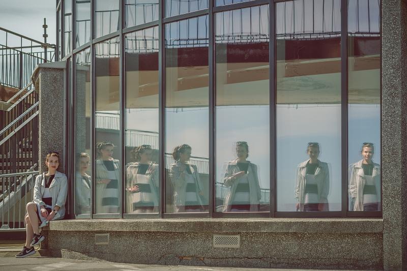 Zdjęcie z kilkoma odbiciami lustrzanymi