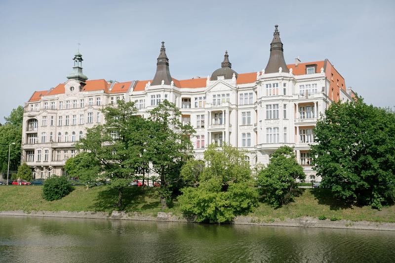 Spacer nad rzeką we Wrocławiu