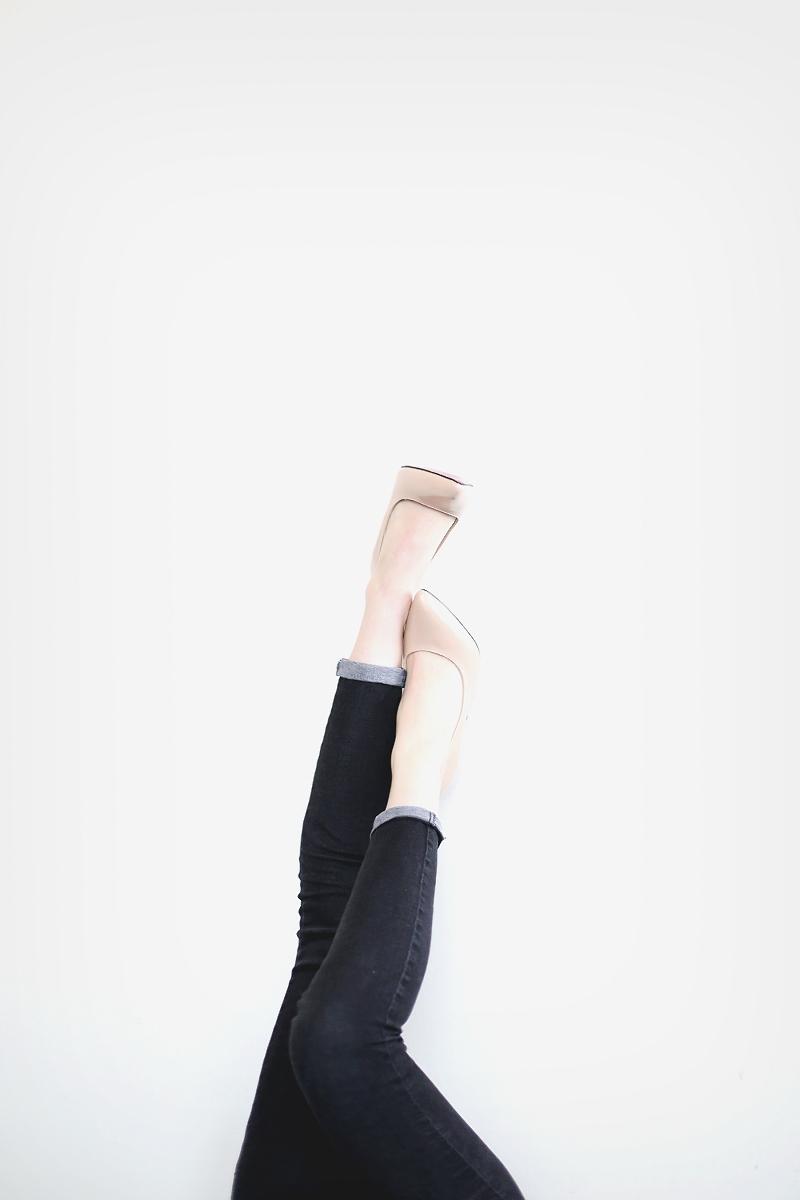 Cieliste szpilki wydłużają nogi