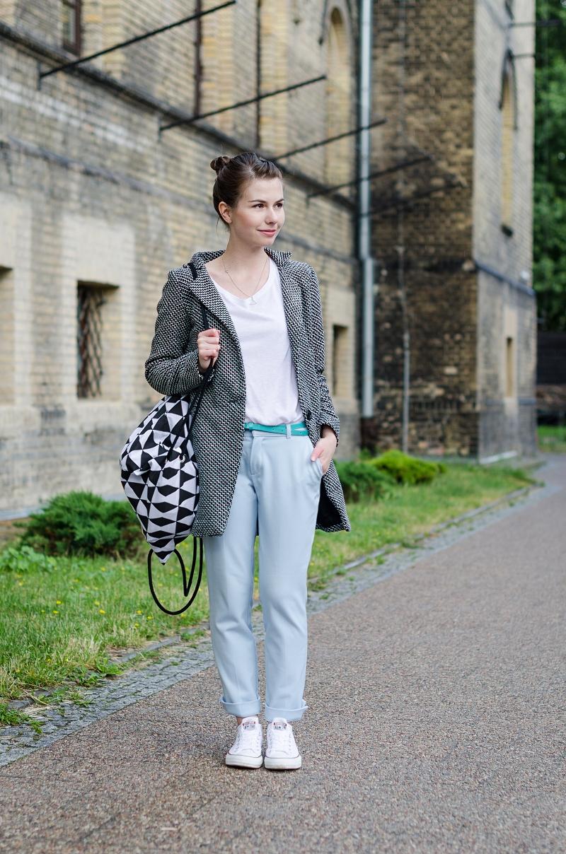 Stylizacja miejska z eleganckimi spodniami