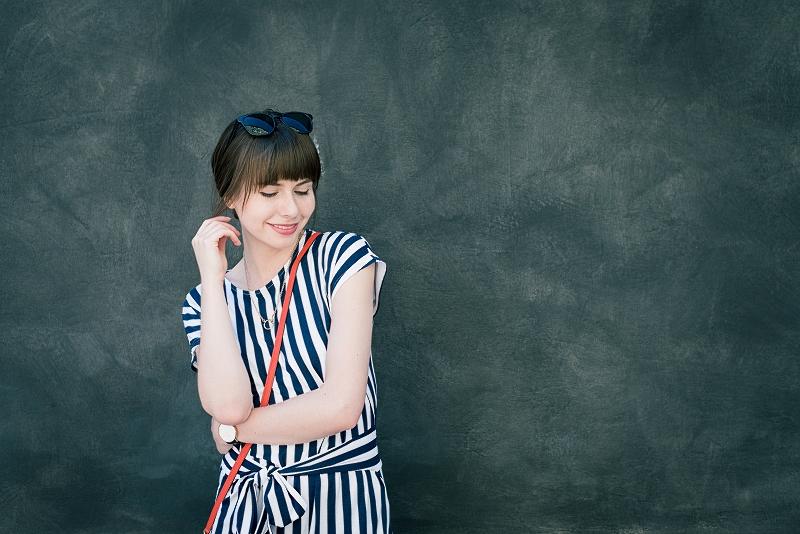 Sukienka w pionowe paski - wiskoza