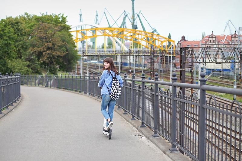 Blog modowy: wygodna stylizacja na wycieczkę hulajnogą po mieście