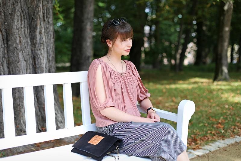 Stylizacja: bluzka z plisami, culottes i kopertówka Słoń Torbalski