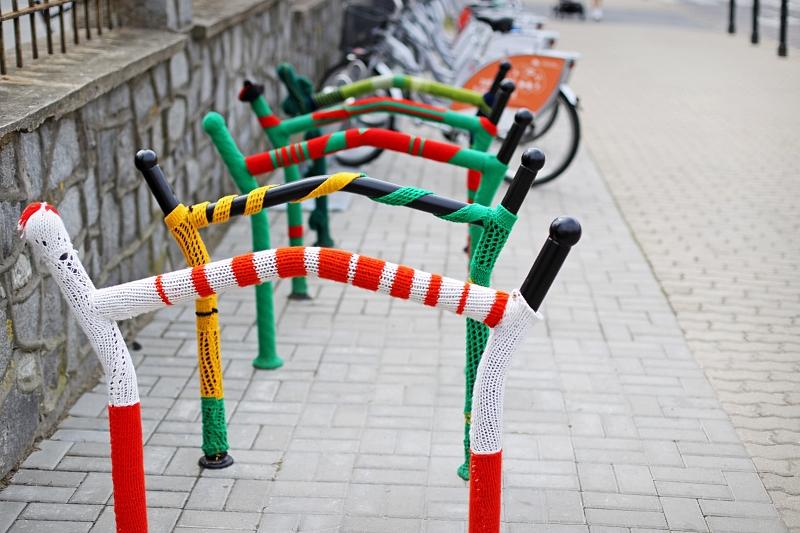 Wełniane stojaki na rowery w Lublinie