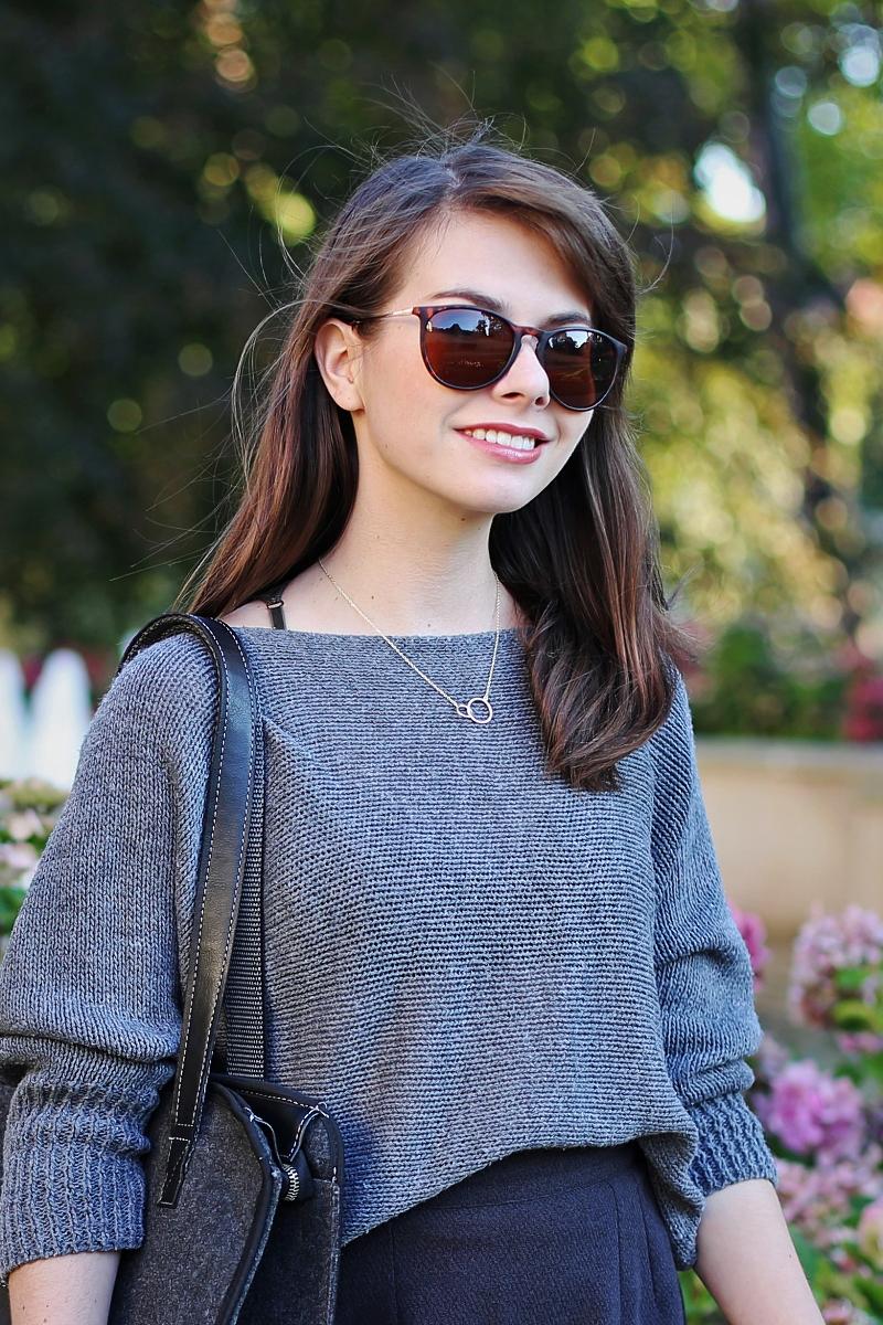 Okulary przeciwsłoneczne ze złotymi elementami