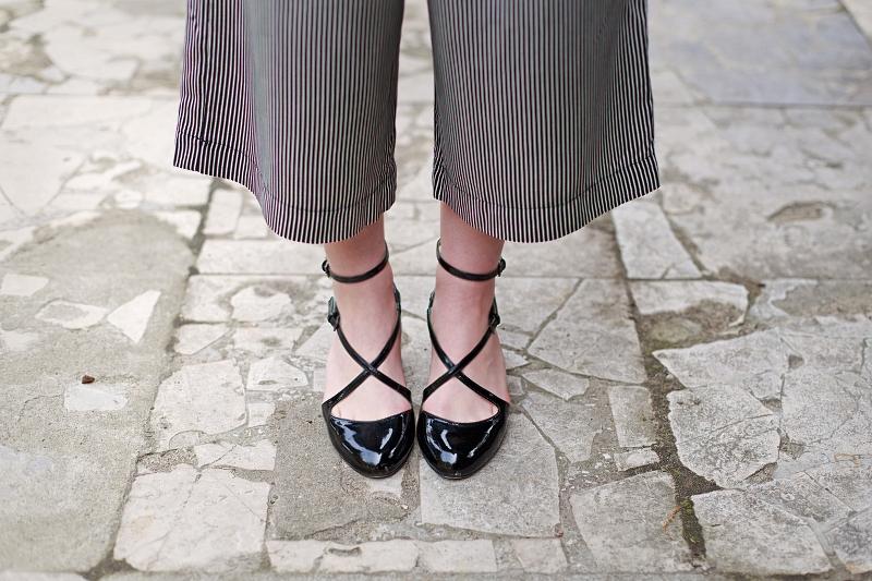 Czarne lakierowane buty - a'la taneczne.