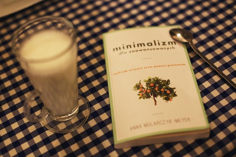 """Recenzja książki """"Minimalizm dla zaawansowanych"""" Anny Mularczyk-Meyer"""