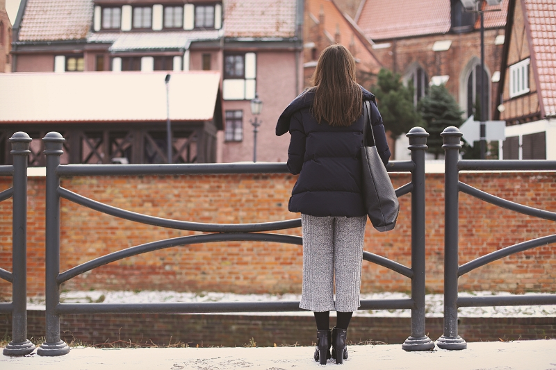 Puchówka i kominezon ze spodniami culottes
