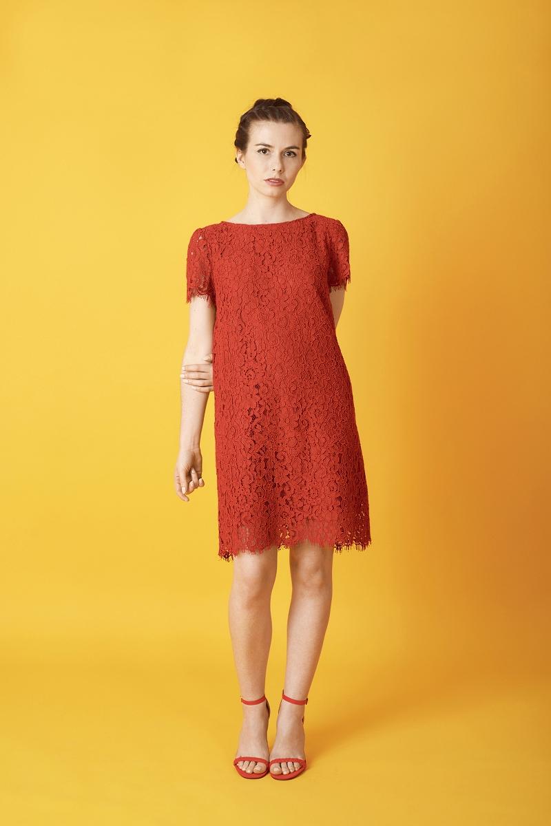 Czerwona sukienka w kształcie litery A