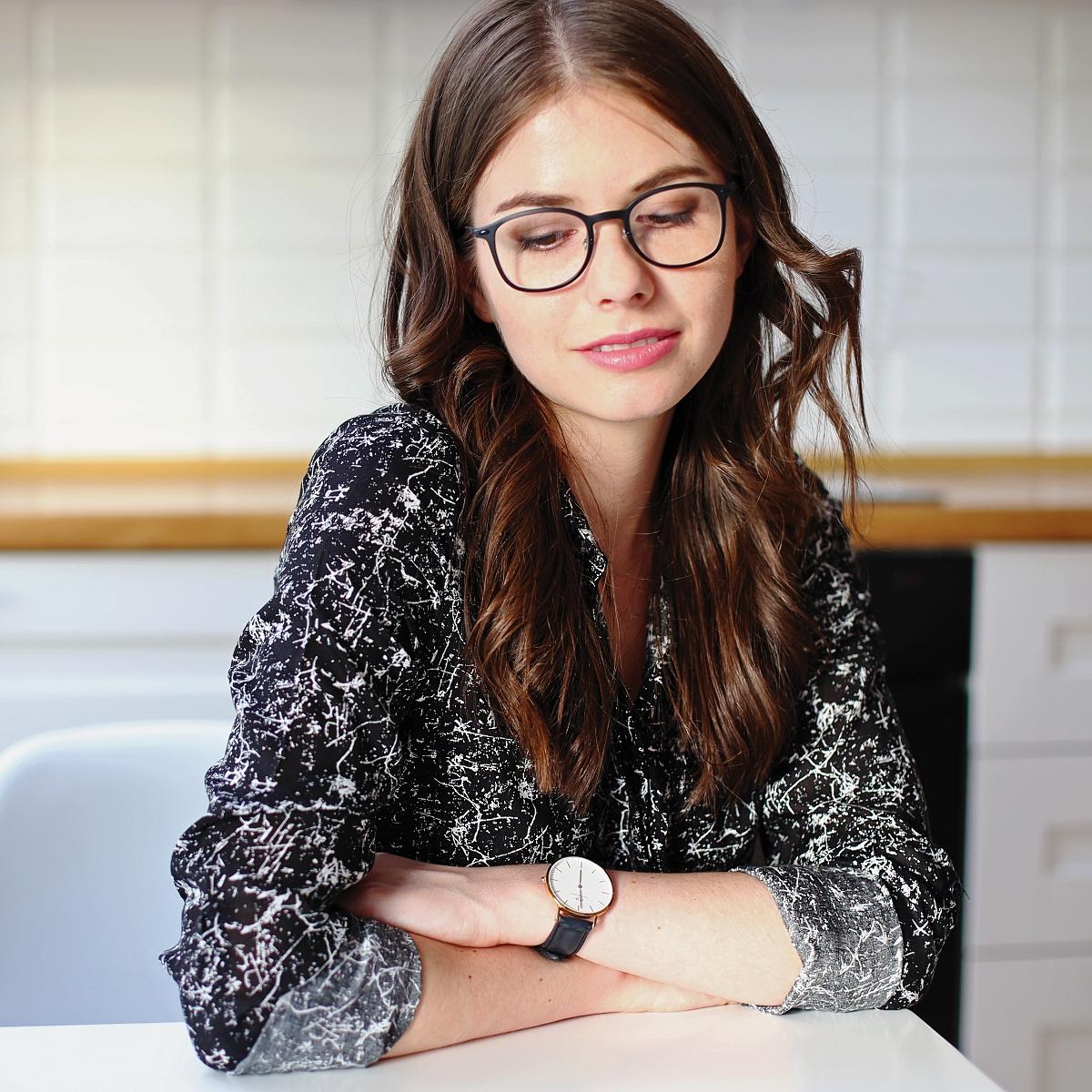 Blog modowy - sesja w minimalistycznym skandynawskim wnętrzu