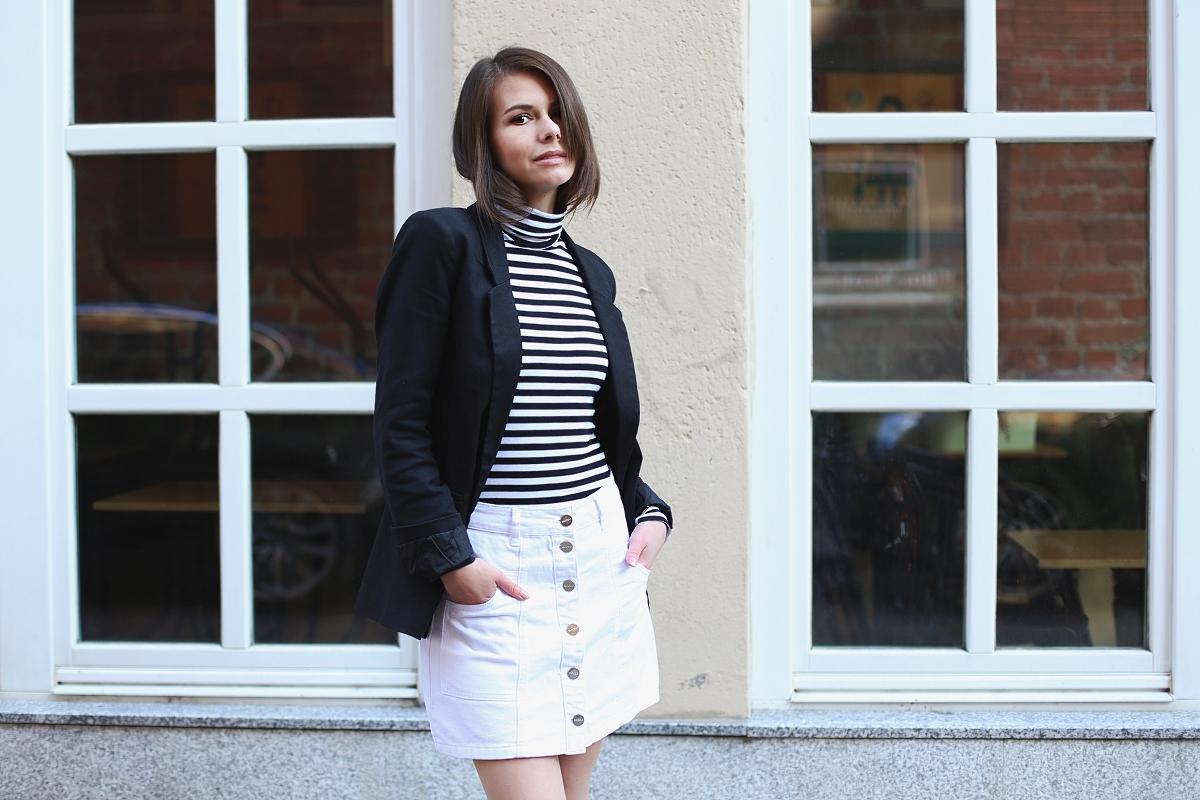 Minimalistyczna stylizacja w czerni i bieli