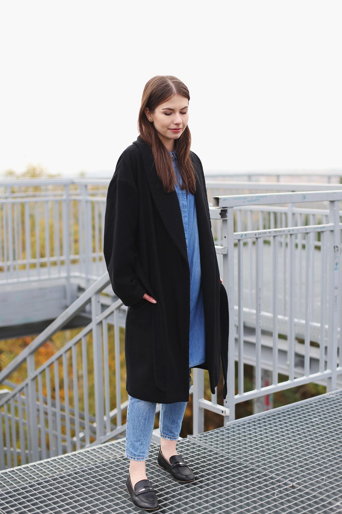 Minimalizm - jeans od stóp do głów